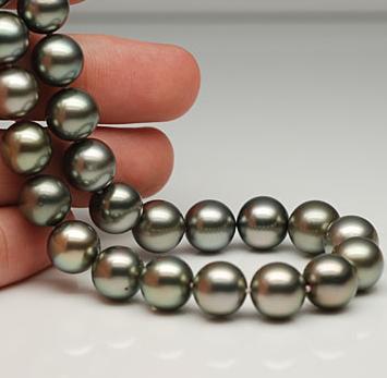 http://www.jewelgold.ru/wp-content/uploads/2010/08/pearl_jewelry_4.jpg
