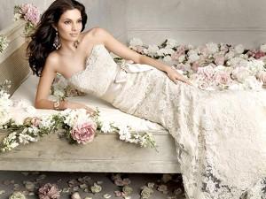 Свадебные платья и ювелирные украшения