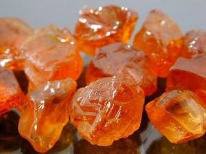 МАЛАЙЯ - минерал группы граната