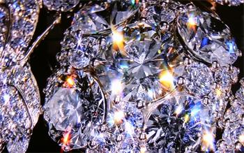 Игра света в бриллиантах