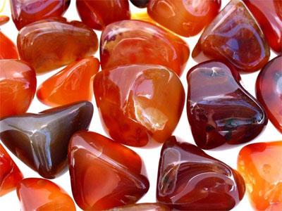 Полупросвечивающий ювелирный камень