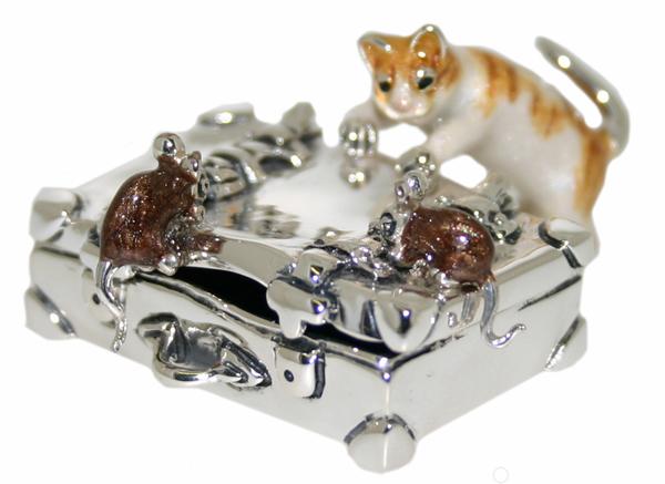 Статуэтка Кот и мыши на чемодане серебро