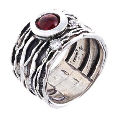 Кольцо Deno из серебра с гранатом
